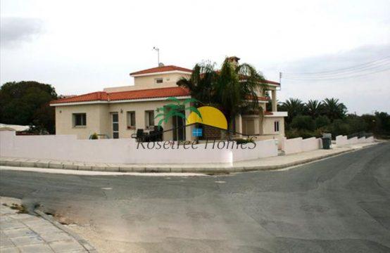 For Sale 300m² Villa in Paphos